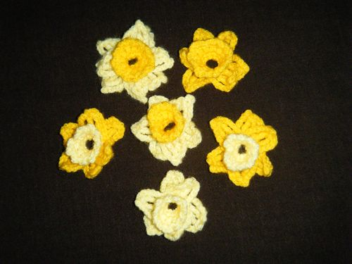 Knitted daffodils 1