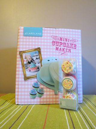 Cupcake baking - cupcake machine