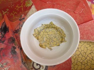 Decopatching clay pot (2)