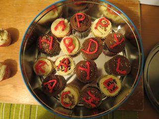 Cupcake baking (15) in a tin