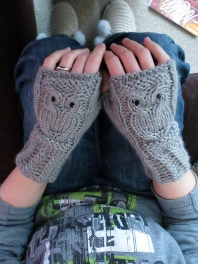 Knitted owl wrist warmers (2)