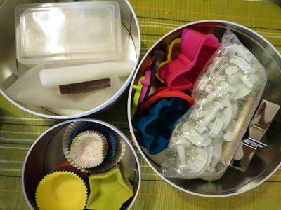 Cake baking tins
