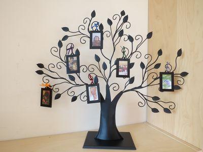 Wire tree photo display (1) (800x600)