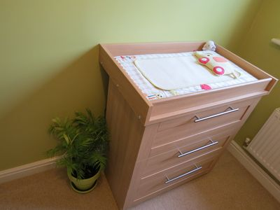 Building nursery - furniture up (1)