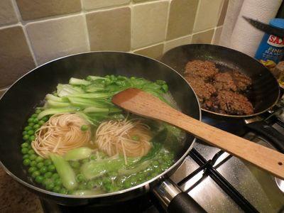 Black bean burgers and noodles (4) (800x600)