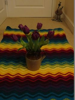 Ripple blanket and tulips (2) (600x800)