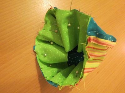 Making a baby sunhat (3) (800x600)