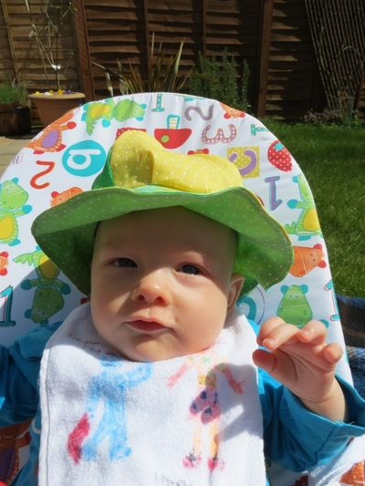 Baby R modelling his sunhat (3) (600x800)
