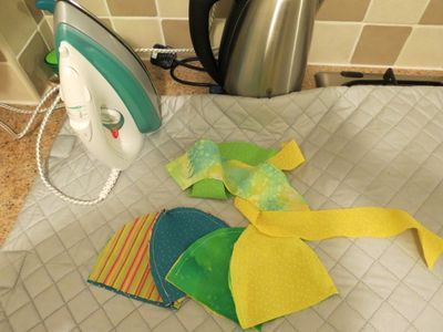 Making a baby sunhat (2) (800x600)