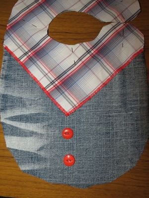 Making a cowboy bib with upcycled fabric (8) (600x800)