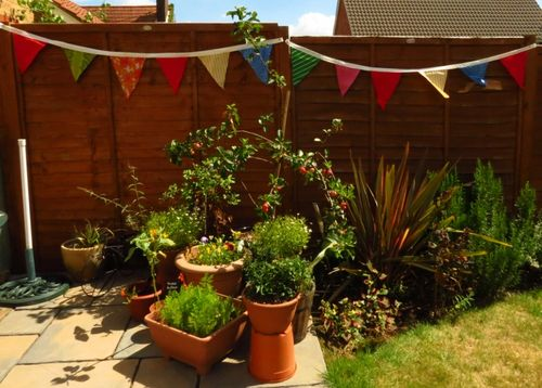 Upcycled fabric party bunting in garden (2) (800x572)