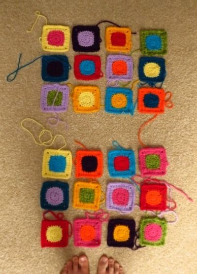 Pinning out crochet squares for bag (2) (600x800)