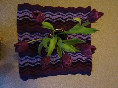 Purple ripple with purple tulips (1) (800x600)