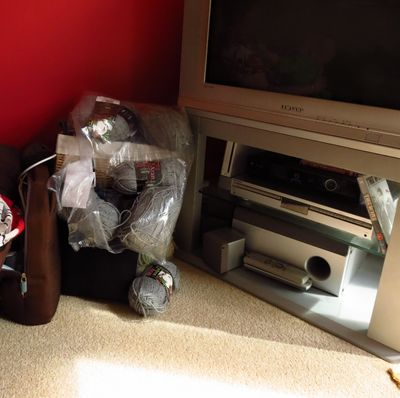 TV corner - the before shots (2) (800x796)