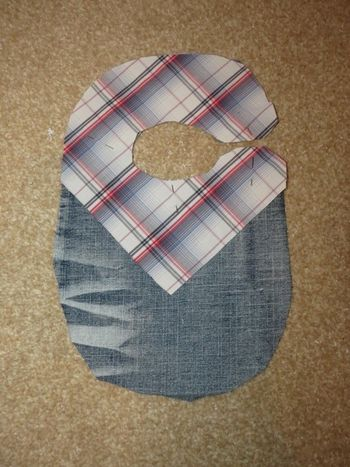 Making a cowboy bib with upcycled fabric (4) (600x800)