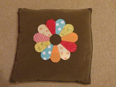 Dresden Plate Cushion (12)