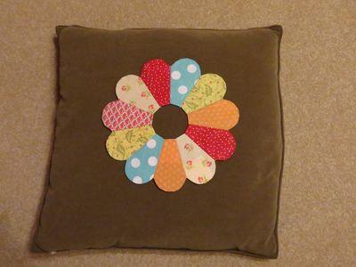 Dresden Plate Cushion (12)