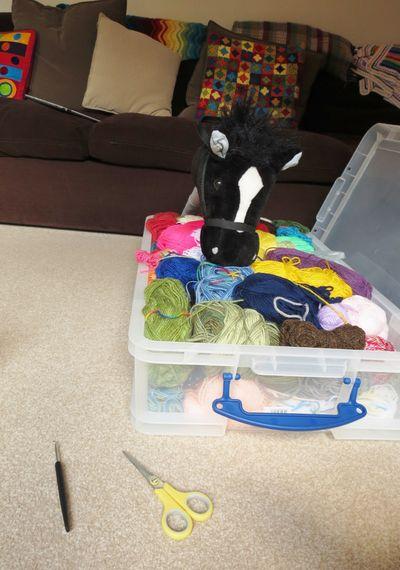 Crochet decoration on a hobby horse (9)