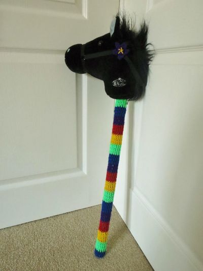 Crochet decoration on a hobby horse (5)