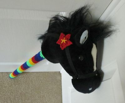Crochet decoration on a hobby horse (8)