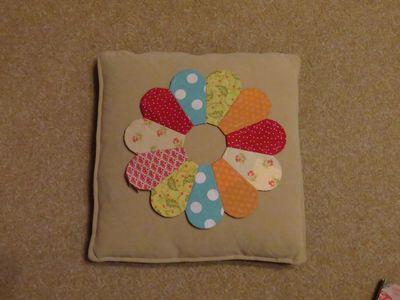 Dresden Plate Cushion (11)