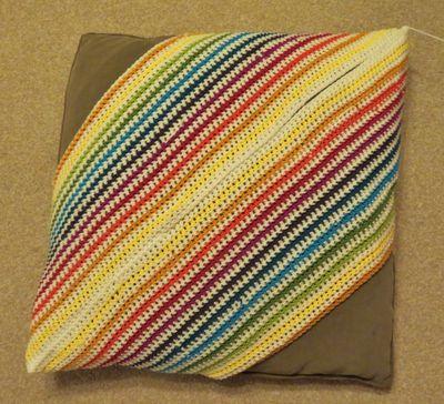 Crochet cushion cover - diagonal stripes (11)