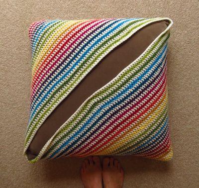 Crochet cushion cover - diagonal stripes (15)