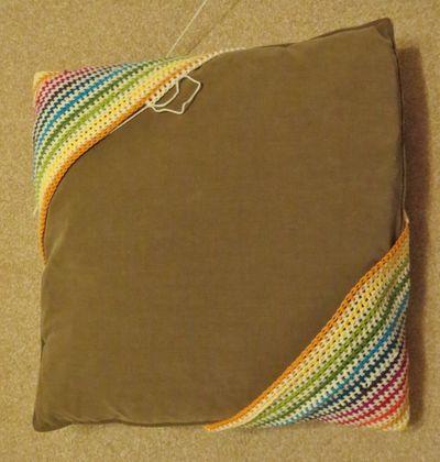 Crochet cushion cover - diagonal stripes (12)