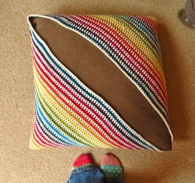 Crochet cushion cover - diagonal stripes (9)
