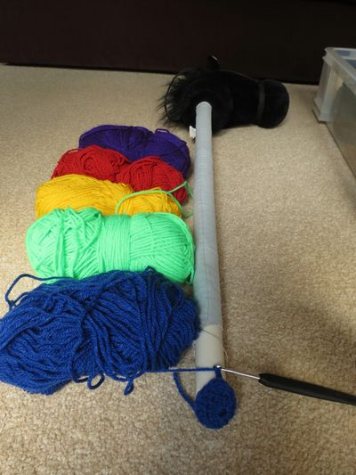 Crochet decoration on a hobby horse (11)