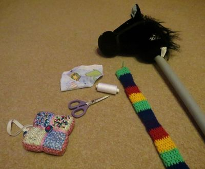Crochet decoration on a hobby horse (1)