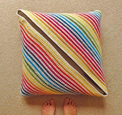 Crochet cushion cover - diagonal stripes (13)